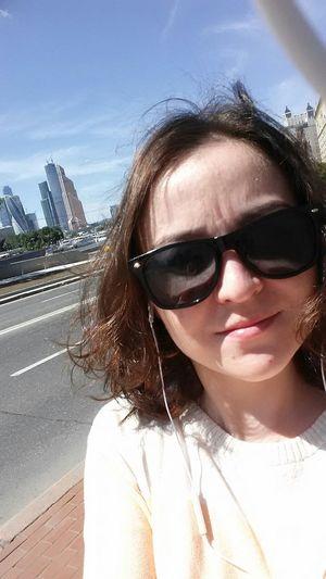Москва-река гостиницаукраина краснопресенская пошлагулять набережная люблюмоскву этоя  Sunglasses привет мир улыбнись