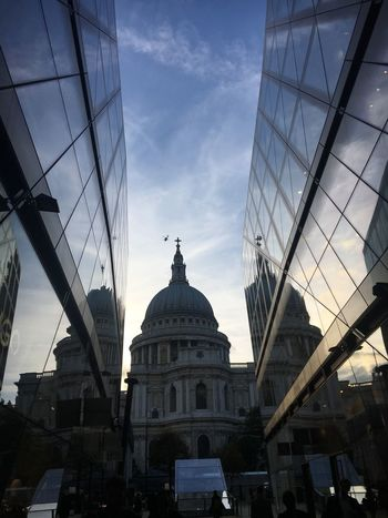 Helicopter Clear Sky St Paul's Cathedral London Reflection Glass Look Up Walking Home From Work