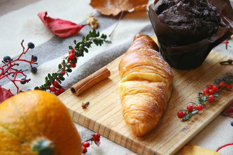 Food Food And Drink Croissant Table Freshness French Food Cutting Board Indoors  Baked No People Close-up Healthy Eating Baking Pastry Chocolate Muffin Breakfast Afternoon Team Winter Autumn High Angle View Pumpkin Vegetable Concept Holiday Moments