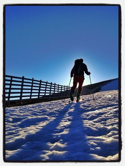 Cambiando De Zona #esquídemontaña #skimo #skimountaineering #puertoNavacerrada #boladelMundo #valdemartín #cabezasdehierro #training #gasss #amanecer #sunrise #spring #mountain #primavera #ilovemountains