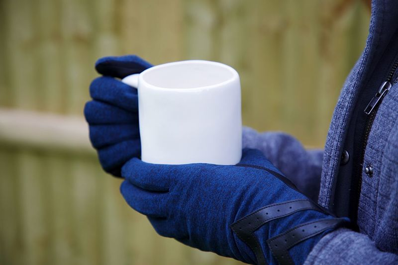 ❄️ Cup Drink Human Body Part One Person Mug Coffee Cup Holding Human Hand Hand Food And Drink Winter Close-up Glove Warm Clothing Coffee Coffee - Drink Hot Drink Refreshment Blue Purple