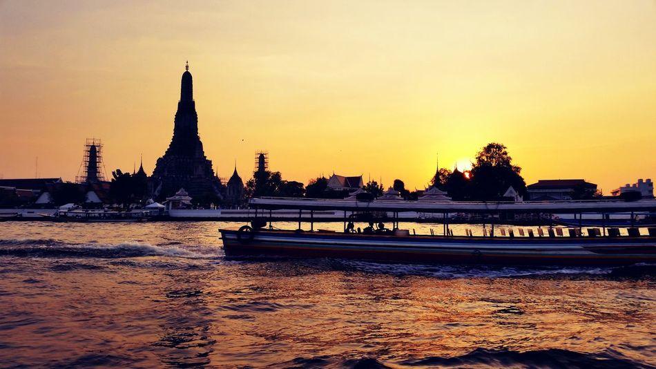 Thai Thailand Thailandtravel BKK Bkk Thailand Bangkok Watarun Chaophraya River Chaopraya Chaophraya River Boat Speedboat Sun Sunset Everning Travel Traveling Hello World