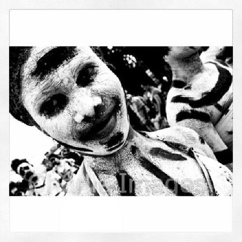 Blanca y negra mujer [Photo/Charlie Images] Carnival Bonao Carnaval Art photojournalism photo