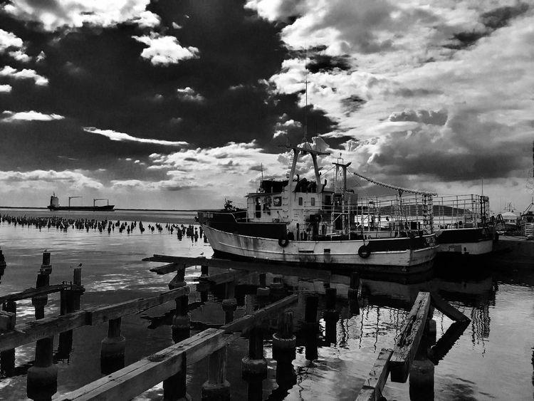 Harbor Black&white