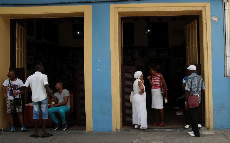Street scene in front of the 'Casa de la Trova' Colored Cuba Cuban People People Street Life Street Photography Talking Travel Photography