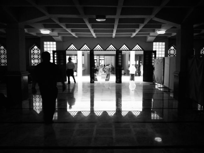 Amazing Architecture Interior Photography EyeEm Best Shots Reflection The Architect - 2015 EyeEm Awards The Moment - 2015 EyeEm Awards Black And White Photography After Prayer Grand Mosque Welcome To Black
