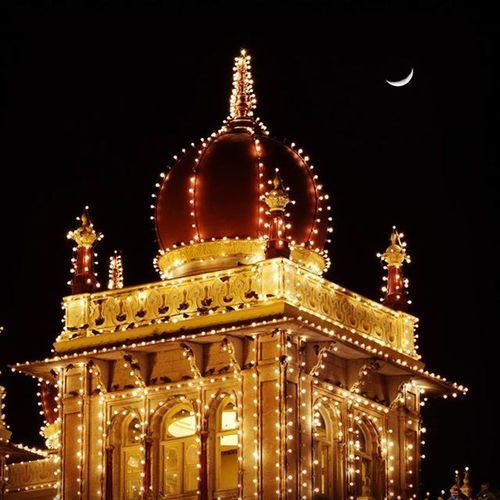 Mysorepalace  Jumbosavari Dushera Celebration Feelingfestive Moonmagic Lightbulb Instapic Streetphotography Incredible_shot Incredibleindia @natgeoindia@streets.of.india@india_ig Samyphotography