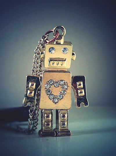 Loving Robot Old-fashioned Man Made Object Memories Studio Shot Symbol History Robot Heart ❤ Diamond Cristal Gold Retro Retro Style Technology Fashion Chain