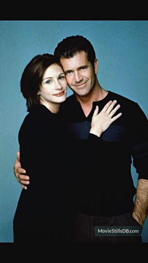 Julia Roberts and Mel Gibson. They would make a cute couple don't you think? Mel Gibson Julia Roberts