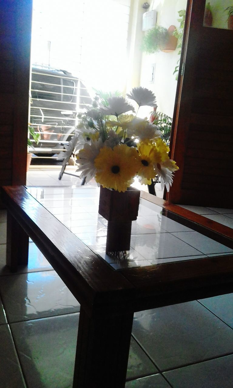 flower, window, vase, indoors, no people, day, home interior, nature, fragility, built structure, curtain, architecture, close-up, flower head, beauty in nature, freshness