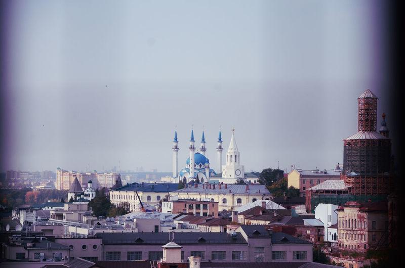 Казань-это город,который покорил меня с первого взгляда. Архитектура, исторические факты, добрые люди и развитая инфраструктура, этотте факторы, которые привлекают меня здесь. На фото знаменитая мечеть Кул Шариф - как снаружи,так и внутри можно смотреть вечно. Cityscape Urban Skyline Skyscraper Modern Downtown District Water Business Finance And Industry Sky Architecture My Best Travel Photo
