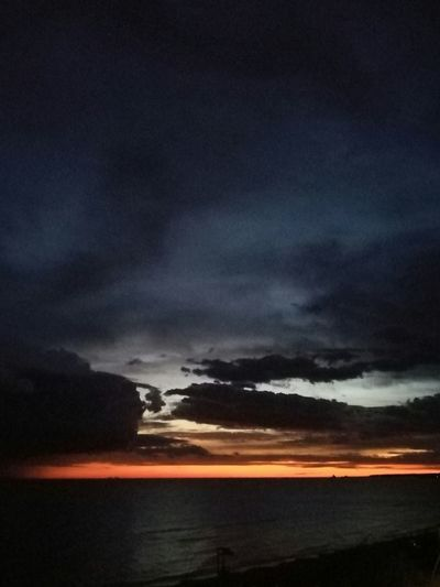 Tramontosulmare Skyviewers Sky_collection Sky Sunset Sunset_collection Sky And Clouds Atmosphere Scenics Tramonto Tramonti_italiani Sunsetlover Sunset_captures Idyllic Cloud - Sky Clods And Sky Cloud Cloud_collection  Dramatic Sky Colours Of The Sky Colours Of Sunset Colours In The Sky
