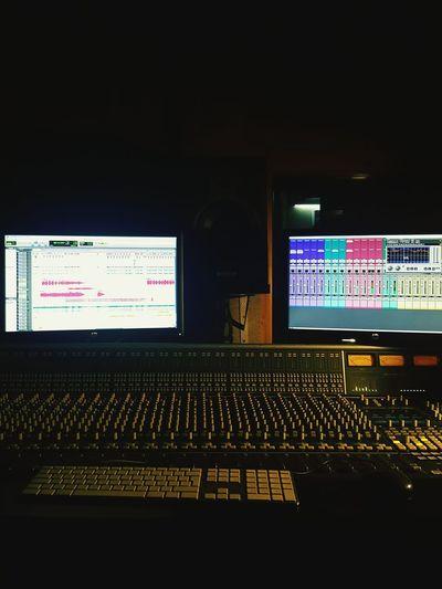 """""""Gecenin bu vaktinde surround mix keyfisiii"""" ile kutsal vize haftasını kapatmış bulunuyorum efem. Koridordaki bilgisayarlarda counter strike oynayan arkadaşlar yalnız hissettirmediler sağolsunlar. Surroundmixing Mixing Mastering Surround Studio"""