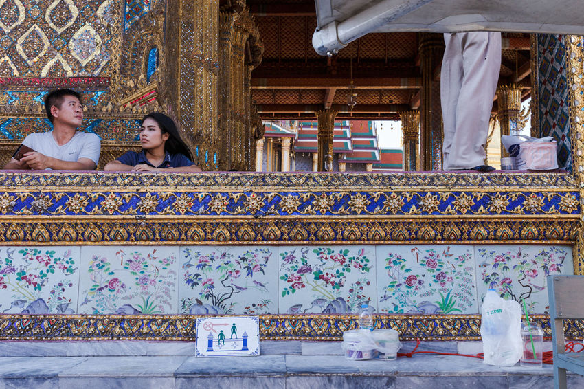 Beautiful Building Exterior Couple Decoration Everybodystreet Floral Pattern Hidden Standing Streetphotography Streetscene Streetstyle Temple Temple Architecture Temple Of Emerald Buddha The Street Photographer - 2017 EyeEm Awards