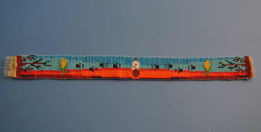 Lieblingsteil Beadwork I Made This about 25 years ago Eagle Feather Wolf Tracks Sunset Trees Corn Sky
