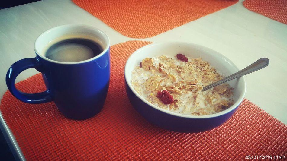 Un sano desayuno Breakfast Coffee Cereal Milk Yommy Delicious Delicioso Morning Feeling Good Friday