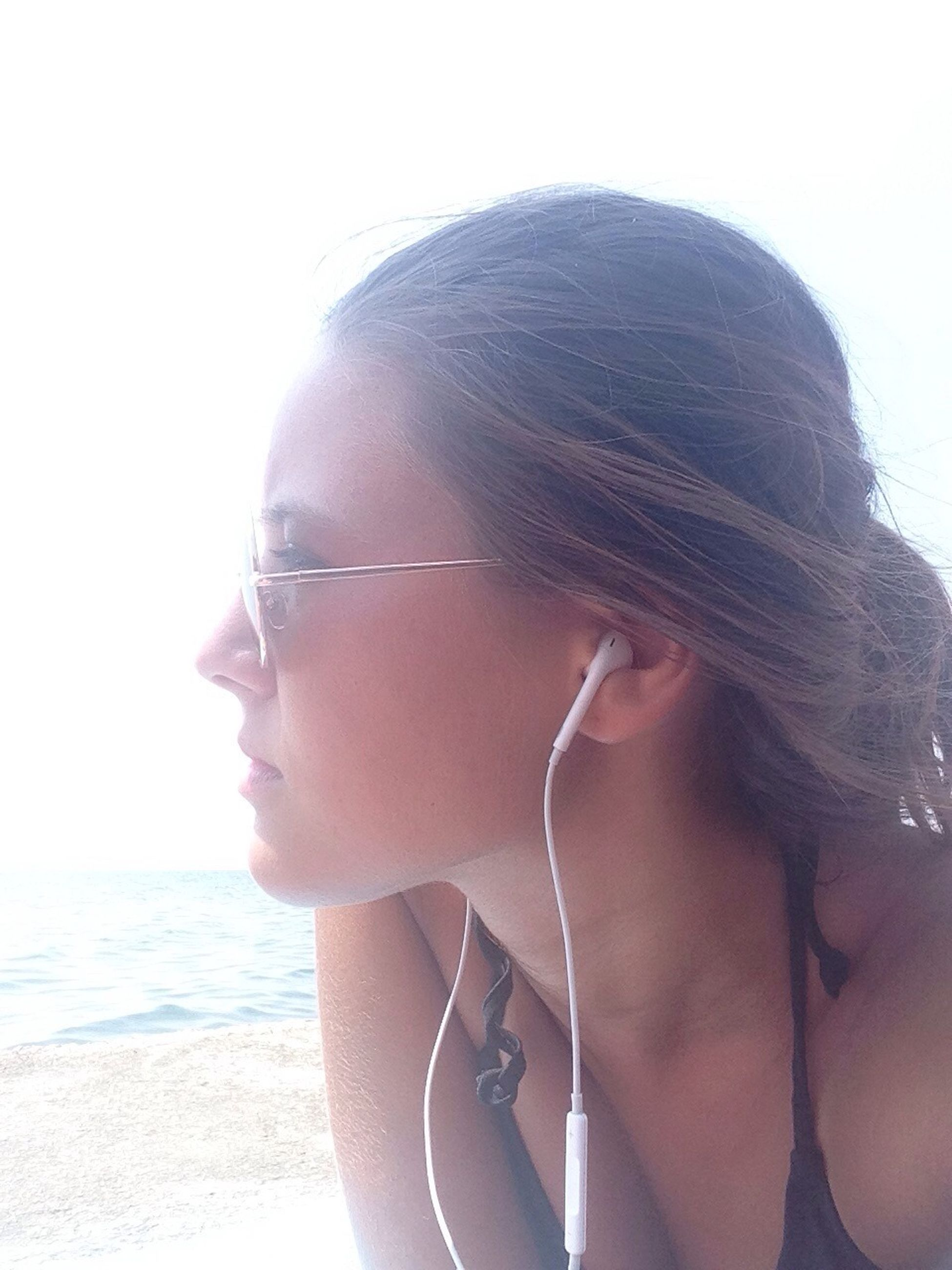 young adult, lifestyles, leisure activity, water, sea, headshot, young women, sunglasses, person, beach, clear sky, head and shoulders, long hair, vacations, front view, sunlight, looking at camera, close-up