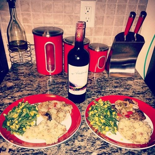I cant even get the credit for this meal tonight.. i did pick the bottle of wine though lol @eden_kokaine i really appreciate you for cooking me dinner. Cheers to Ourgoodlife HOUSEOFRHYMEZTV Toast2success Comingsoon WaitOnIt oh and she knows how to make my plate. Passedthetest