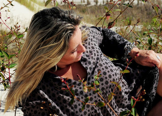 Beauty Woman Portrait Woman Who Inspire You Woman Power Blond Hair Water Headshot Flower Women Portrait Close-up Grass Plant