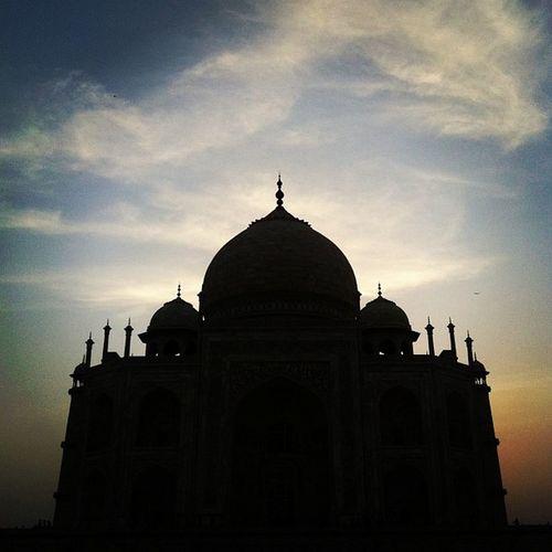 Sunset at the TajMahal India Agra IndredibleIndia Sunset Beautiful TajMahal Wonder Sky Shadows Travel PhonePhotography