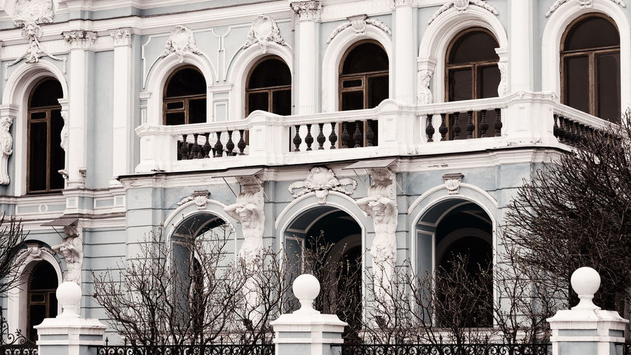 Arch Architecture Built Structure Building Exterior History The Past Architectural Column Building Sculpture Low Angle View Travel Statue Façade Architecture_collection EyeEm Gallery Old Old Town Streetphotography Historic Palace Exterior