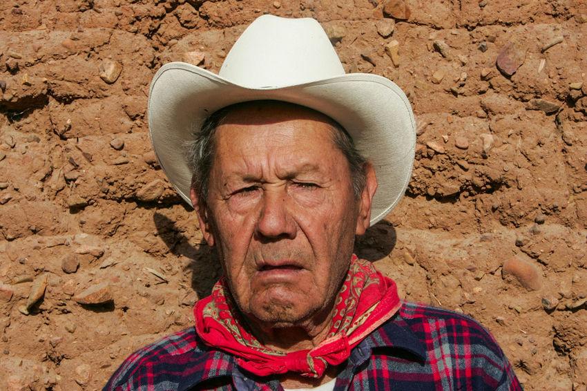 Retratos de personas y vaqueros de los pueblos de la sierra de Sonora Mexico Desierto Man Mexico Old Man Pueblo Sonora Sunlight Vaquero Day Eyes Face Portrait Real People Retrato Sombrero