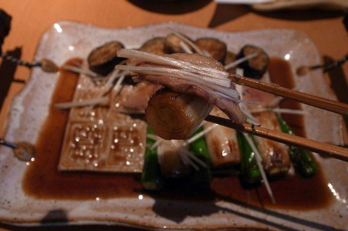Duck Meat Eggplant Onion Green Pepper Yummy Food Porn Enjoying A Meal Delicious In My Mouf Ricoh GRD III 鴨肉の陶板焼き!鴨肉、ナス、長ネギ、ししとう…この鴨肉は空前絶後の美味しさだった(笑)!焦げた長ネギも最高!