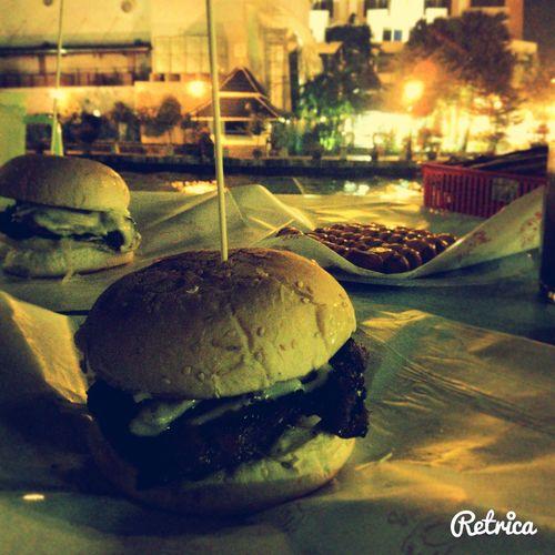 'Memburger di malam jumaat'..semacam je caption...hahaha..' Burger Time Grilled Alazat Malacca
