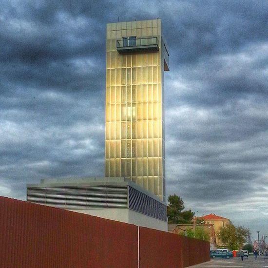 La puesta de Sol de hoy, daba un tono dorado a la Torre del Museo Torredelvino de Socuellamos Sunset Enoturismo Vino Oro Gold