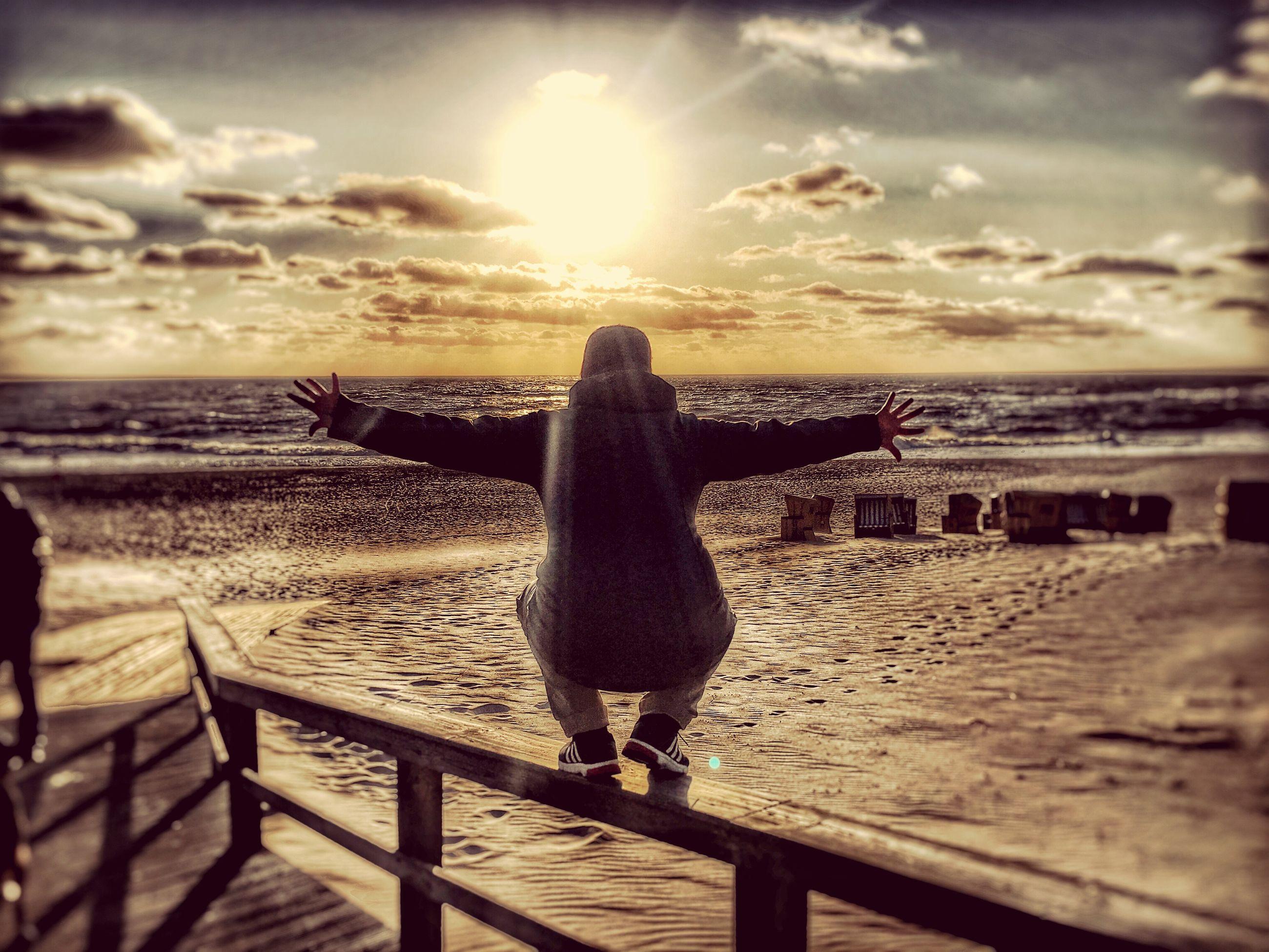 sea, horizon over water, beach, water, sky, sun, sunset, sunlight, shore, sunbeam, scenics, cloud - sky, tranquil scene, tranquility, beauty in nature, nature, sand, lens flare, idyllic