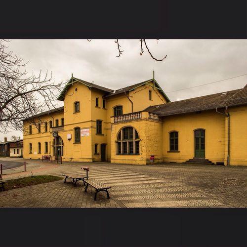 Hinter unserem Nikolaus-Kalendertürchen versteckt sich der schöne Hoyerswerdsche Bahnhof. Bahnhof Lausitz Architecture train station