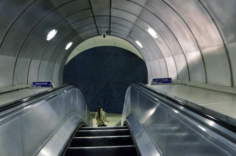 #escalator #nightshot #southwark #sunset #sun #clouds #skylovers #sky #nature #beautifulinnature #naturalbeauty #photography #landscape #travelling #underground #urban Grey London
