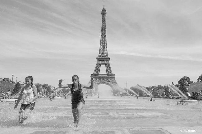 Trocadero Relaxing Paris.fr Human People La Tour Effel Paris ❤ Friends ❤ Friends The Human Condition