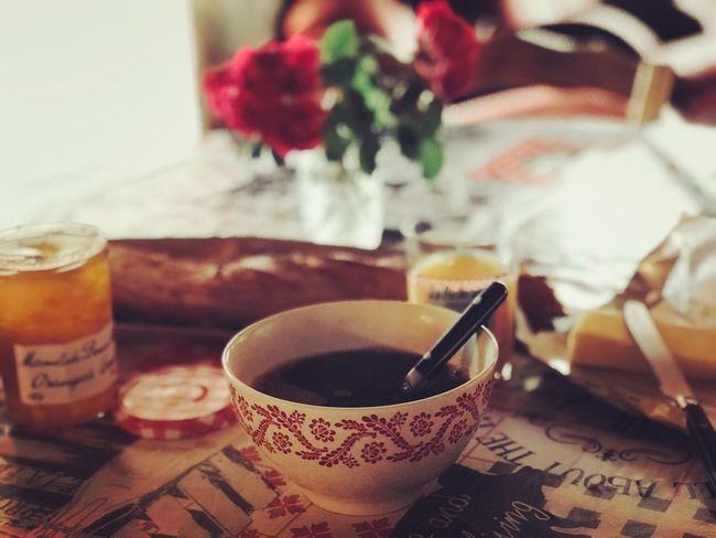 #breakfast #stawberry #goodmorning #Pink  #flowers Breakfast #Bread&butter #Pain #campagne #matin #marmelade #coffee #petitdejeuner