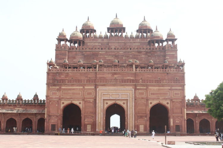 The Buland Darwaza from the rear end. MughalStyle Ancient Ancient Civilization Arch Architectural Column Architecture Building Exterior Built Structure Clear Sky Day Entrance Façade Group Of People History Incidental People Mughalarchitecture Nature Old Outdoors Sky The Past Tourism Travel Travel Destinations