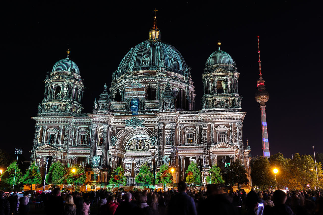 religion, place of worship, dome, spirituality, large group of people, architecture, building exterior, built structure, tourism, sky, real people, travel destinations, outdoors, illuminated, travel, night, men, women, clear sky, crowd, people