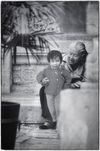 Analogue Photography Candid Photography 1986 Beijing Grainy Images Blackandwhite Black And White People Black&white Chinese Beijing, China Old-fashioned Portrait Grandma And Grandson
