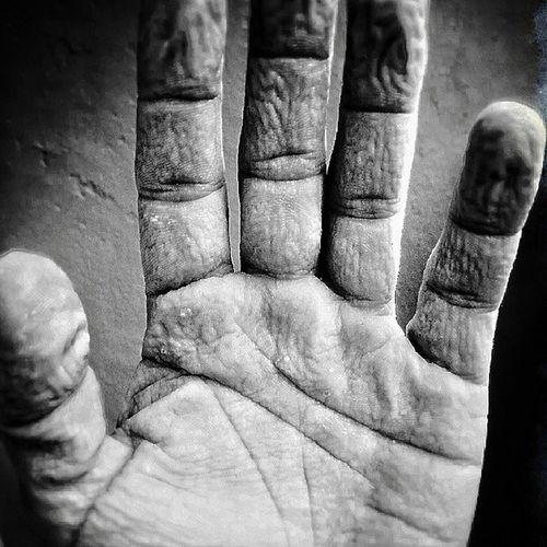 Instagram Hand Tiskipäivä Ryppynen käsi