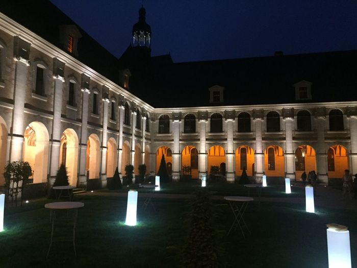 Architecture_collection Architecture Night Nightphotography Night Lights Patrimoine Patrimoine De France Bâtiment  Façade Colonne Architecturale Couvent Château-Gontier, France Château-gontier Showcase June Perspective