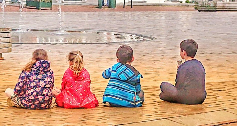 it's #4inarow #Streetphotograpy Zierikzee Friendship Child Group Of People Sitting