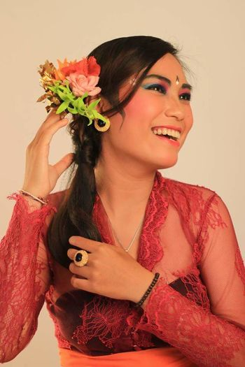 Balinese Girl 🌺 studio shot Adult people portrait smiling close-up women beige background young women flower human body part first eyeem photo Balinese Culture Balinese Life Balinesegirl Balinesecostume Indonesian Indonesian Girl Studio Shot Adult People Portrait Smiling Close-up Women Beige Background Young Women Flower Human Body Part EyeEm Ready   AI Now EyeEmNewHere Young Adult