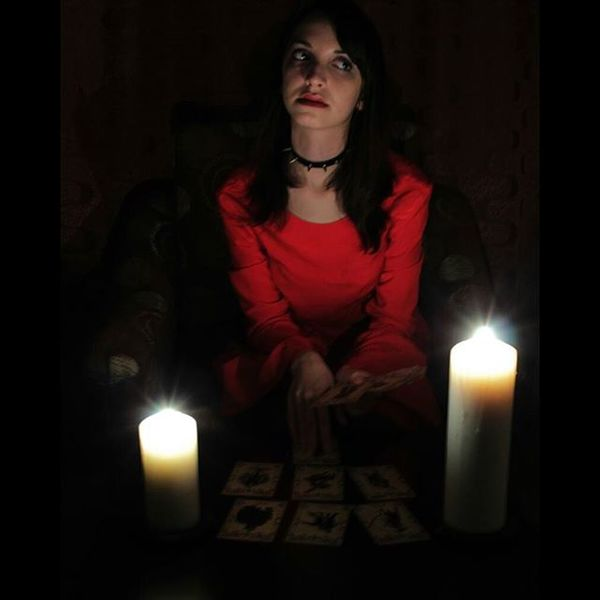 Whitch Girl Tarot Red candles heloween