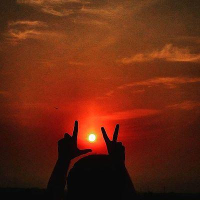 When you want to make fun of the Sun!!!!! Love Sun Sunset Sunday Laziness Didn Knew Whattodo Like4like Followforfollow