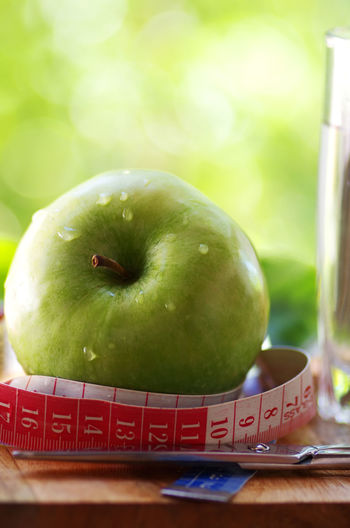 measuring tape,green apple and scissors Apple Apple - Fruit Close-up Food Food And Drink Fruit Green Color Measuring Tape, Ripe Table
