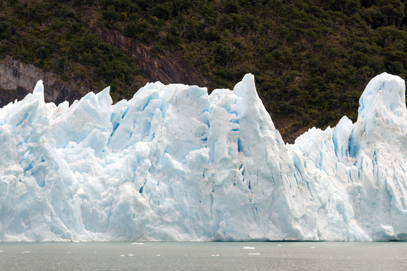 Spegazzini glacier sur argentina. the ice is melting, falling in the lake.