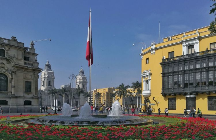 La tarde Architecture Building Exterior Government Outdoors Clear Sky Lima-Perú Urban City Architecture Façade Color Paint Window Peruvian Streetphotography Color Photography Architectural Column Decorations Photographylovers Street Day Tower Cityscape