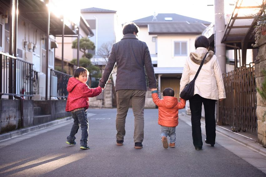 この時この場所でふってきた幸せ。 /お正月の初詣帰りに撮りました。子どもたちと旦那さんと義母です。 Snapshots Of Life Living Life Kids Being Kids Love Peace Japan Winter Nowhere Light And Shadow Showcase: January