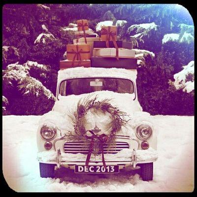 Друзья! Четыре дня меня не будет в городе! Я уеду к Деду Морозу в Устюг. Поэтому немного заранее хочу поздравить Вас с наступающим Новым Годом и пожелать исполнения всех ваших желаний! Любви, удачи и счастья вам, друзья! А старый год и его невзгоды оставьте в этом тарантасе!)))
