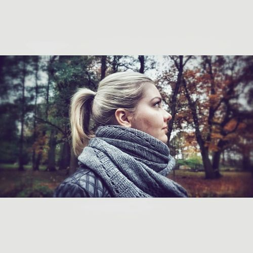 throwback. 🤓🙃 Young Women Tree Outdoors Scarf People Nature On Tour Portrait Close-up Enjoying LifeHello World Thoughtful Focus On Foreground Light And Shadow Headshot Eyeemphotography Taking Photos Weekendvibes Authentic Moments Enjoy The Silence Blonde Girl EyeEm Gallery MeMyself&I