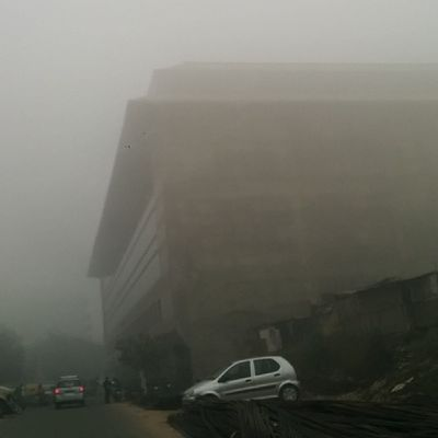 The Fog creeps in over Delhi . 9am shot. Nofilter Weather